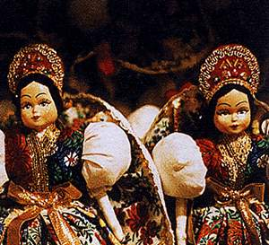 Эти яркие куклы туристы покупают как сувениры